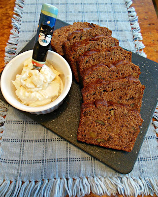 A nice collection of whole grain, all fruit sweetened quick bread recipes.