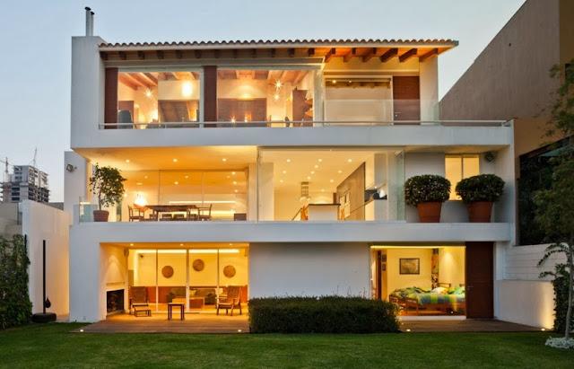 Casa moderna de tres pisos dise o de casas home house design for Casa minimalista 3 pisos