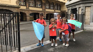 Los últimos niños que salen de La Milagrosa