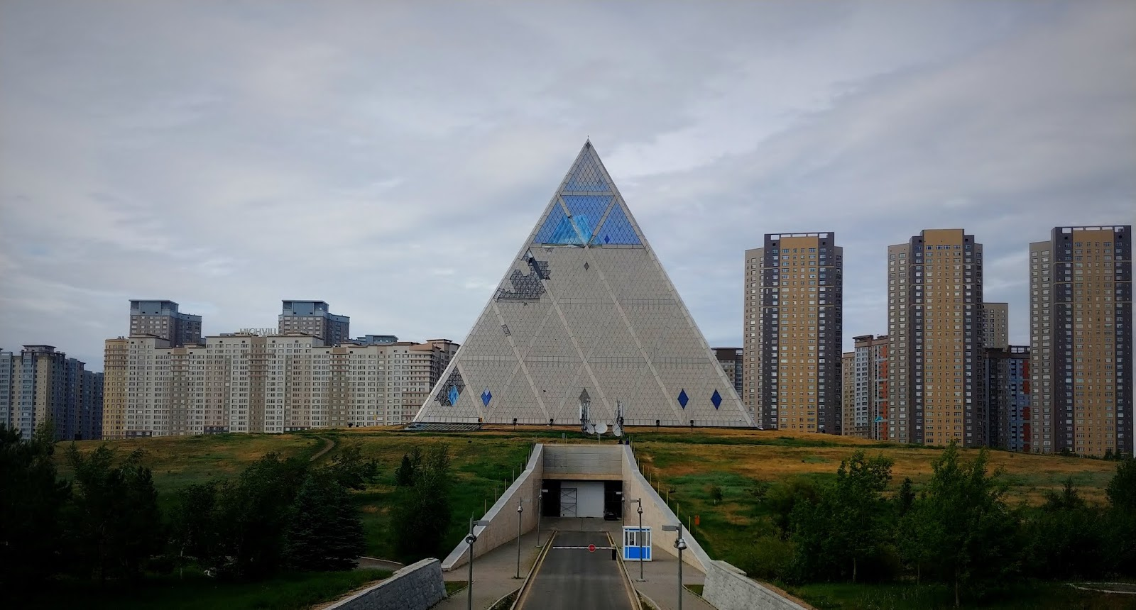 Astana i Ałmaty - dwie stolice i dwa światy