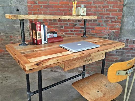 desain meja kantor unik dari palet bekas 1000 inspirasi desain arsitektur teknologi. Black Bedroom Furniture Sets. Home Design Ideas