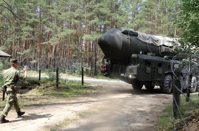 Rússia mostra lançadores de mísseis nucleares - MichellHilton.com