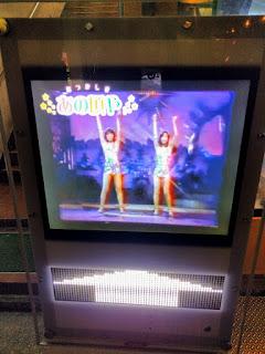 ピンクレディーがUFOの衣装で踊っている映像