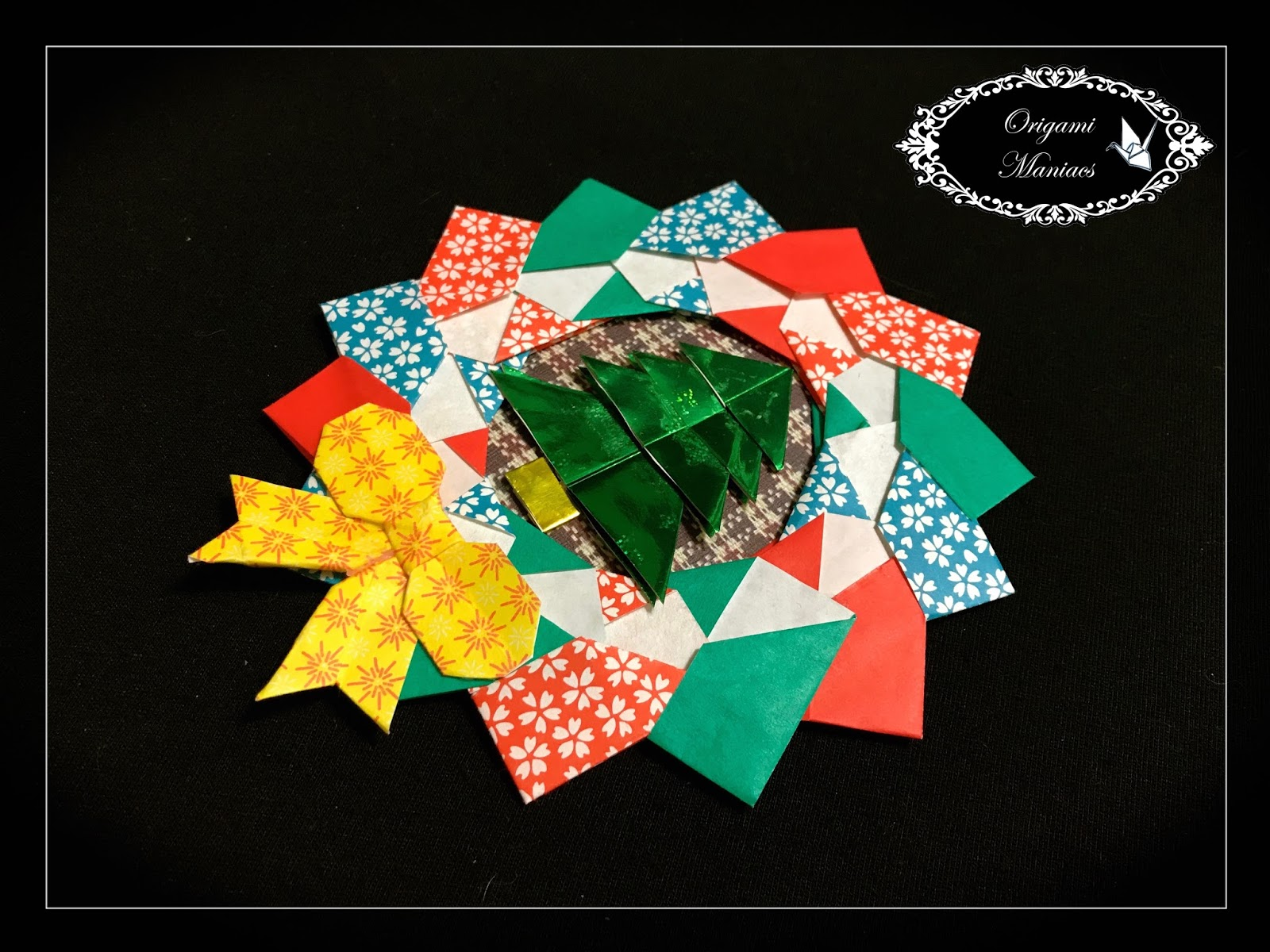 Origami Maniacs: Christmas Origami Wreath - photo#5