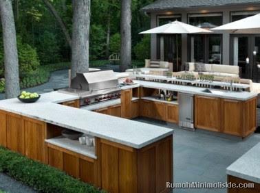 dapur terbuka di halaman belakang