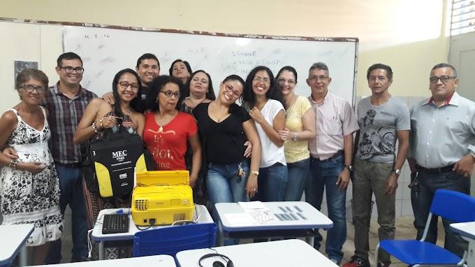 NTE Ananin na escola Oneide Tavares