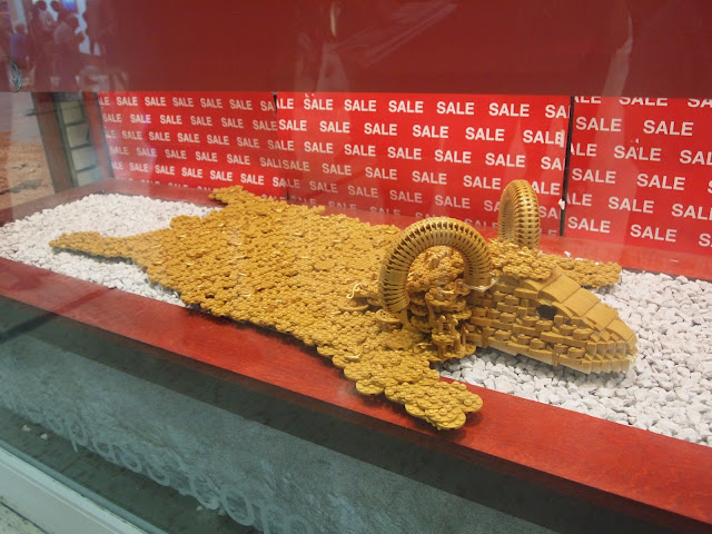 The Golden Fleece, Lego statue by Bright Bricks in The Mall, Luton