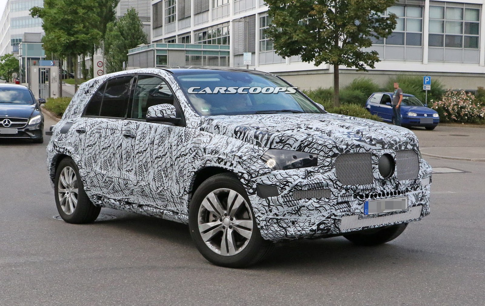 all new 2019 mercedes gle to bring the heat on audi q7 bmw x5 carscoops. Black Bedroom Furniture Sets. Home Design Ideas