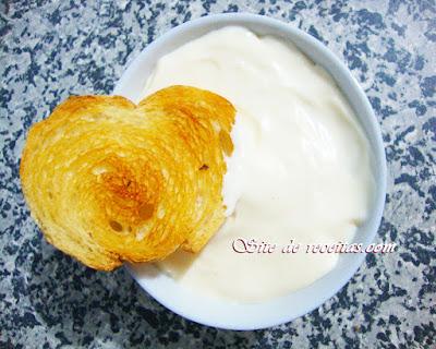 Patê de alho com requeijão e parmesão