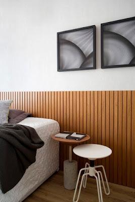 cabeceira de madeira ripada para quarto