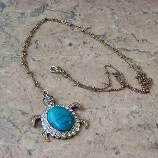 Turtle pendant necklace in turquoise