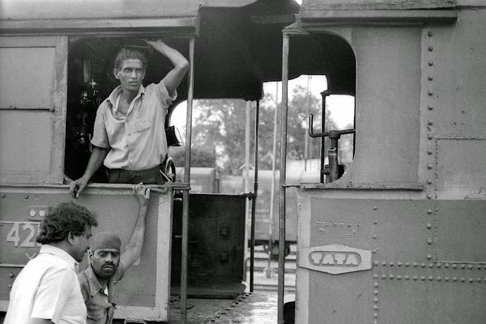 Mysore, Mysuru, gare, locomotive Tata, mécanicien, © L. Gigout, 1990