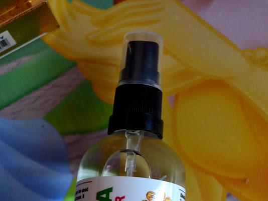 Acqua alle rose, tonico astringente, naturale by Sinivalia. Rimedi naturali.