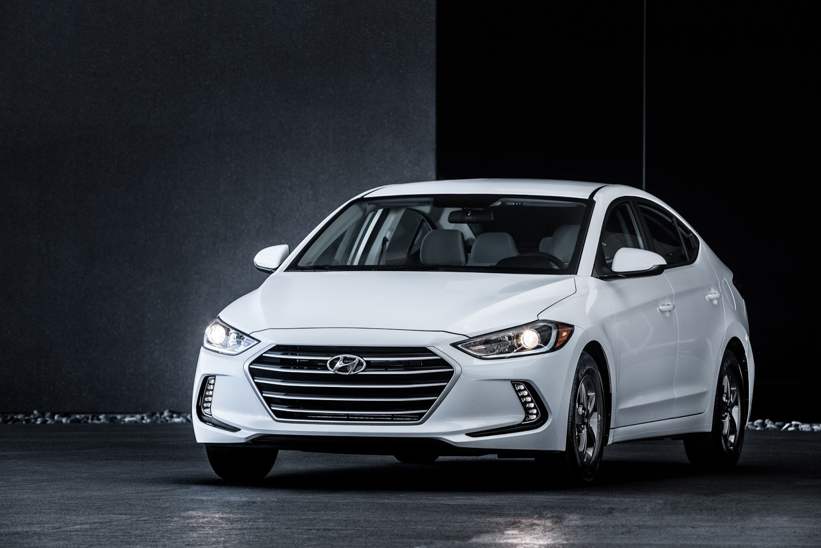 Front 3/4 view of 2017 Hyundai Elantra Eco