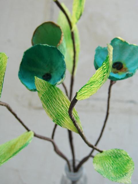 rami di fiori fatti a mano con carta pesta e carta crespa per un matrimonio green