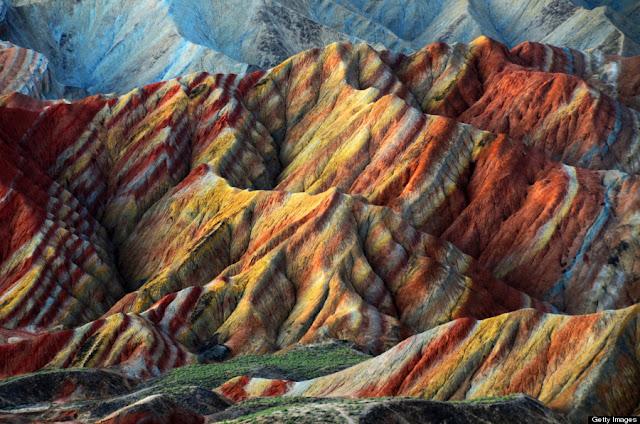 Keajaiban Fenomena Alam Gunung Pelangi Telah Dikabarkan Dalam Al-Qur'an