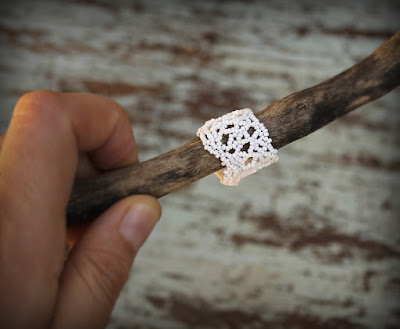 купить Белое ажурное кольцо из бисера.Необычное украшение в стиле фриформ