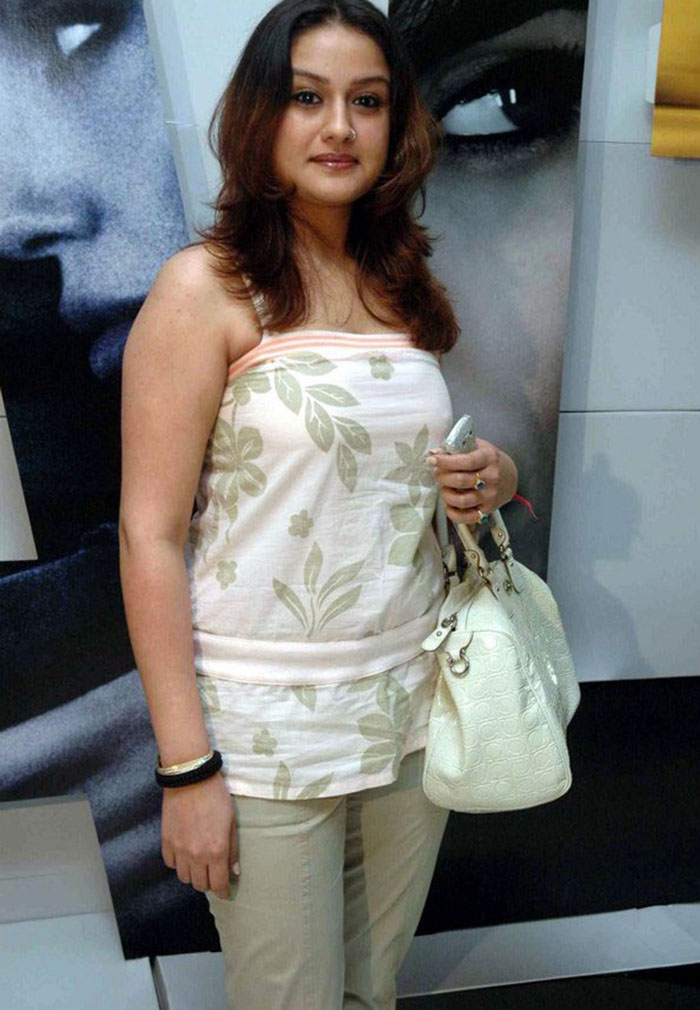 Beautiful Tamil Girl Sonia Agarwal Stills in White Dress