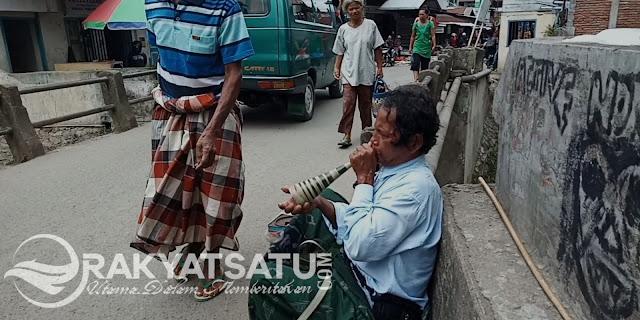 Di Sudut Jembatan Makale, Maraun  Berjuang untuk Hidup