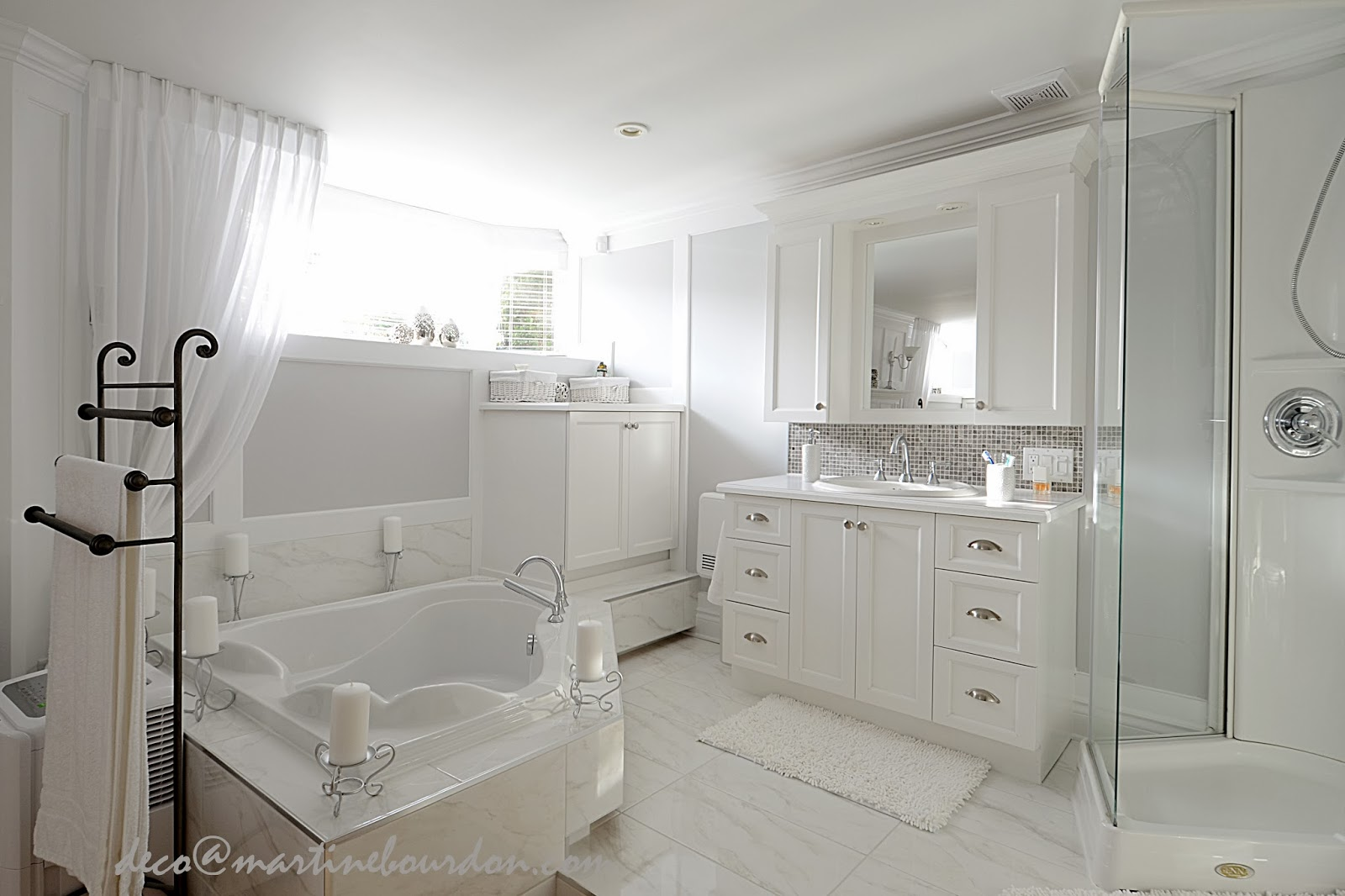 l 39 espace d co beaucoup de blanc un peu de gris chambre et salle de bain des ma tres. Black Bedroom Furniture Sets. Home Design Ideas