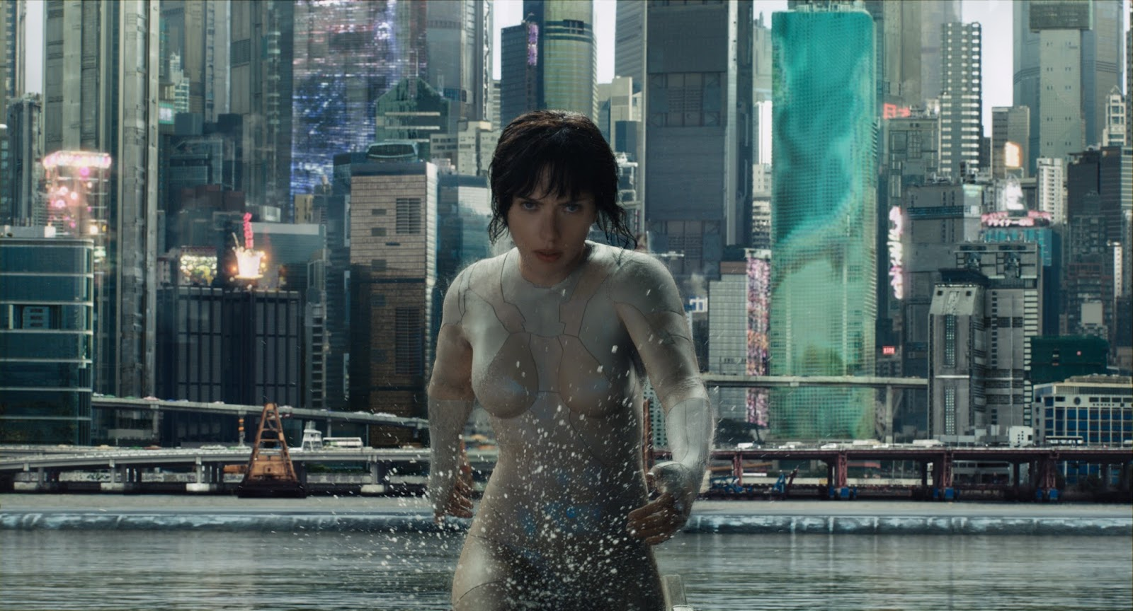 "Trailer de ""Vigilante do Amanhã: Ghost in the Shell"" coloca Scarlett Johansson numa ação futurista"