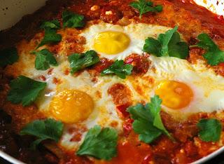 shakshuka, shakshouka, tunezyjskie jajka w pomidorach