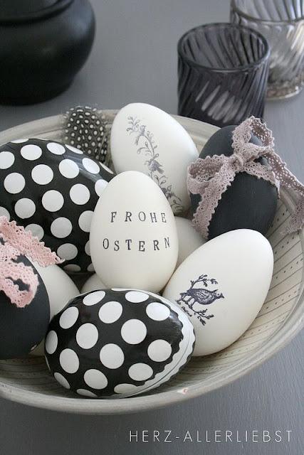 czarno białe jajka