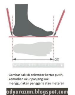Sepatu menjadi perlengkapan yang sangat vital ketika bermain futsal atau sepak bola Cara Menentukan Ukuran Sepatu Bola/Futsal dengan Tepat