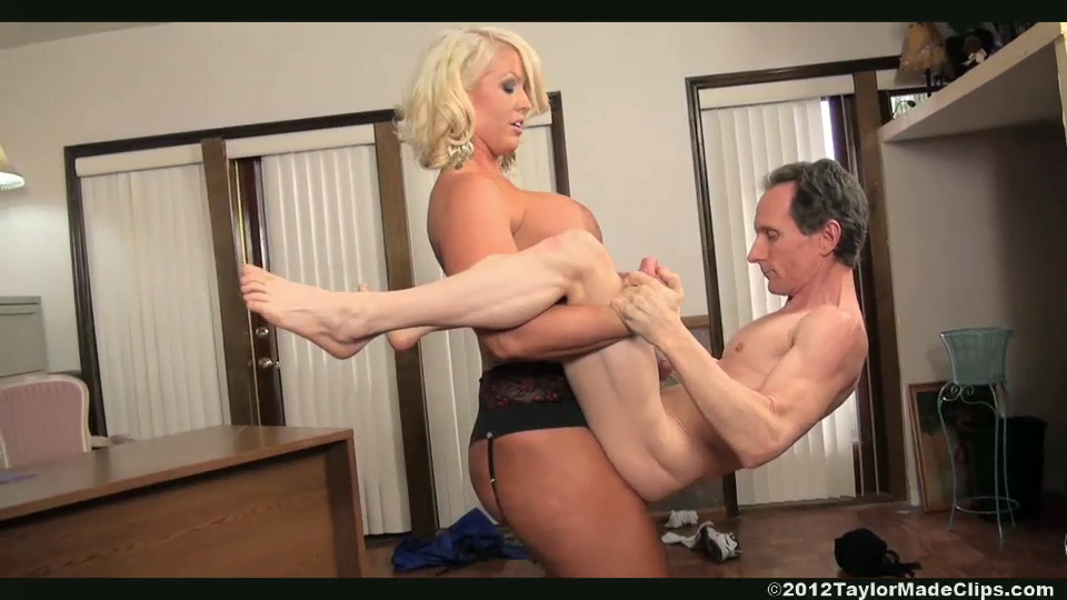 2 mistress using a slaves body 9
