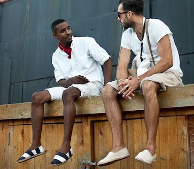 Resultado de imagem para looks masculinos para o reveillon 2017 com alpargatas