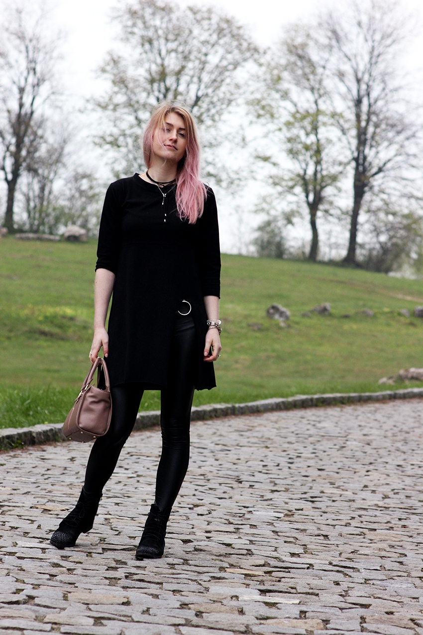 SimplyTheBest Blog written and created by Ewa Sularz trench coat - Diane von Furstenberg (vintage) tunic - no name leggins - Calzedonia pink hair, blog, blogger, style, fashion, outfit, lotd, ootd, black, gold, pink, vintage, thrift shop, second hand, stbco