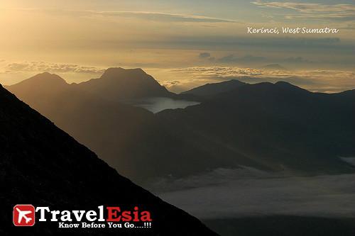 10 Puncak Gunung Terindah Di Indonesia Indonesia Tourism Travel Information Tour Package Flight Hotel Booking Search Engine