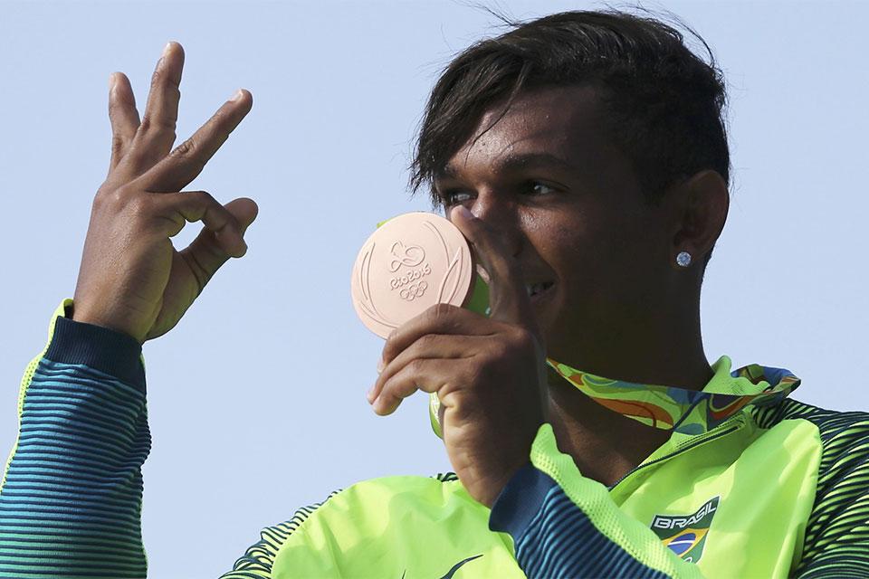 Isaquias Queiroz conquistou duas pratas e um bronze nos Jogos Olímpicos do Rio. Foto: Reuters/Damir Sagolj/Direitos Reservados