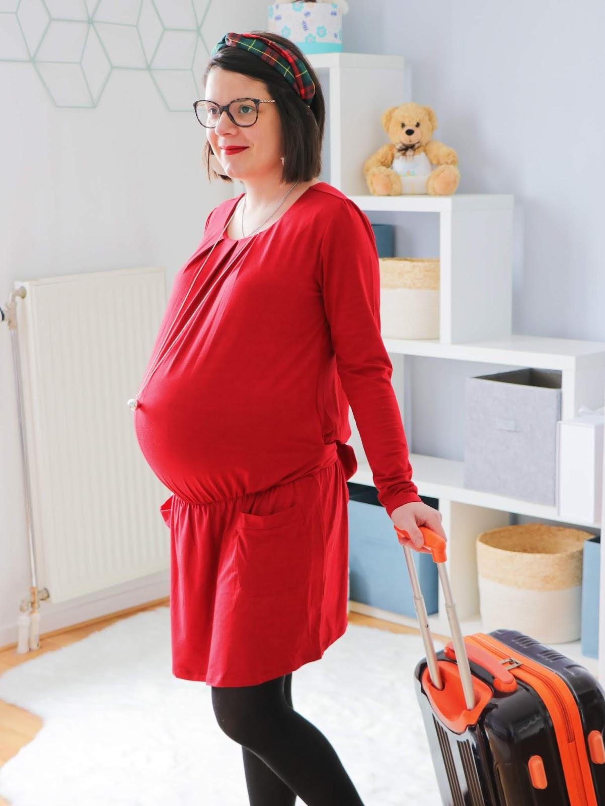 que mettre valise maternité maman bébé vêtements taille quantité soin trousseau naissance les gommettes de melo robe grossesse bola