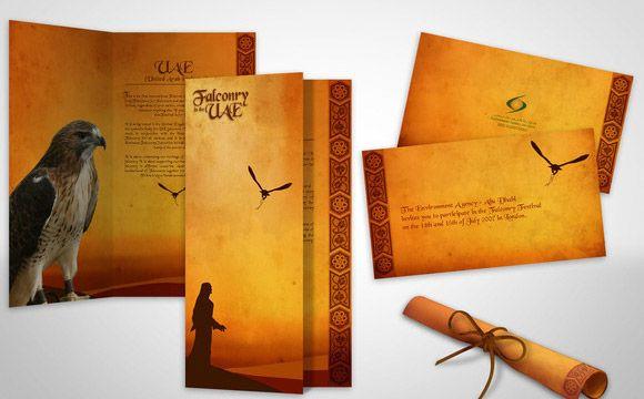 Desain brosur unik dan kreatif berkonsep kertas kuno