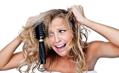 Mujer con el cabello seco