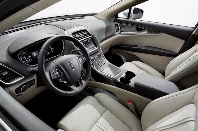 Interior view of 2016 Lincoln MKX