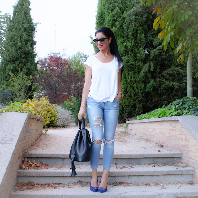 BLOG MODA LA CAPRICHOSSA, LOOK Blue shoes & Ripped Jeans