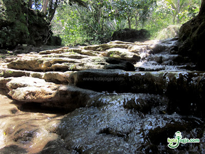 Wisata Air Terjun Curug Banyu Nibo Bantul Yogyakarta wisataarea.com