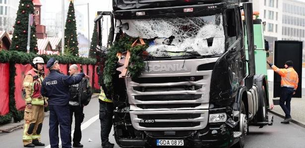 O grupo terrorista Estado Islâmico reivindicou a autoria do ataque no mercado de Natal de Berlim.