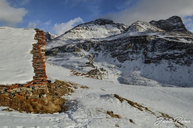 Réserve de la Sassière sous la neige