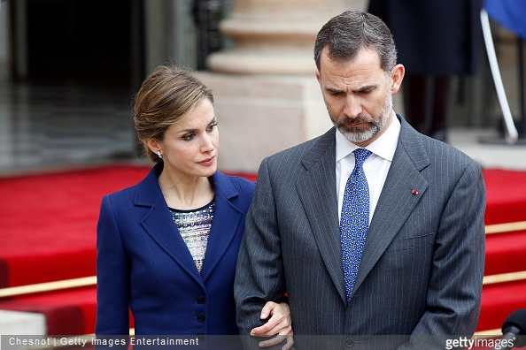 King Felipe of Spain and Queen Letizia of Spain listen to French president Francois Hollande as he addresses media after their meeting at the Elysee presidential palace