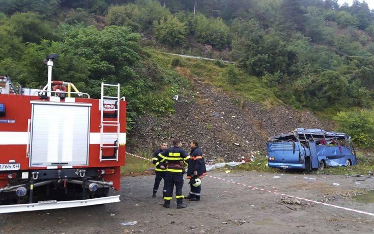 Βουλγαρία: 3 Υπουργοί Ανέλαβαν Ευθύνη Και Παραιτήθηκαν Για Ένα Λεωφορείο Που Τούμπαρε Ενώ στην Ελλάδα δεν παραιτήθηκαν για την φωτιά στο Μάτι!