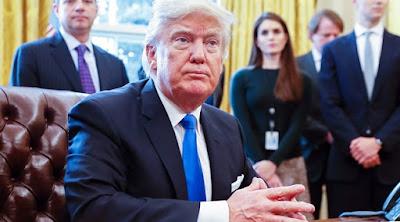 Kesulitan Urus Bisnis dan Negara, Donald Trump Diprediksi Akan Mundur?