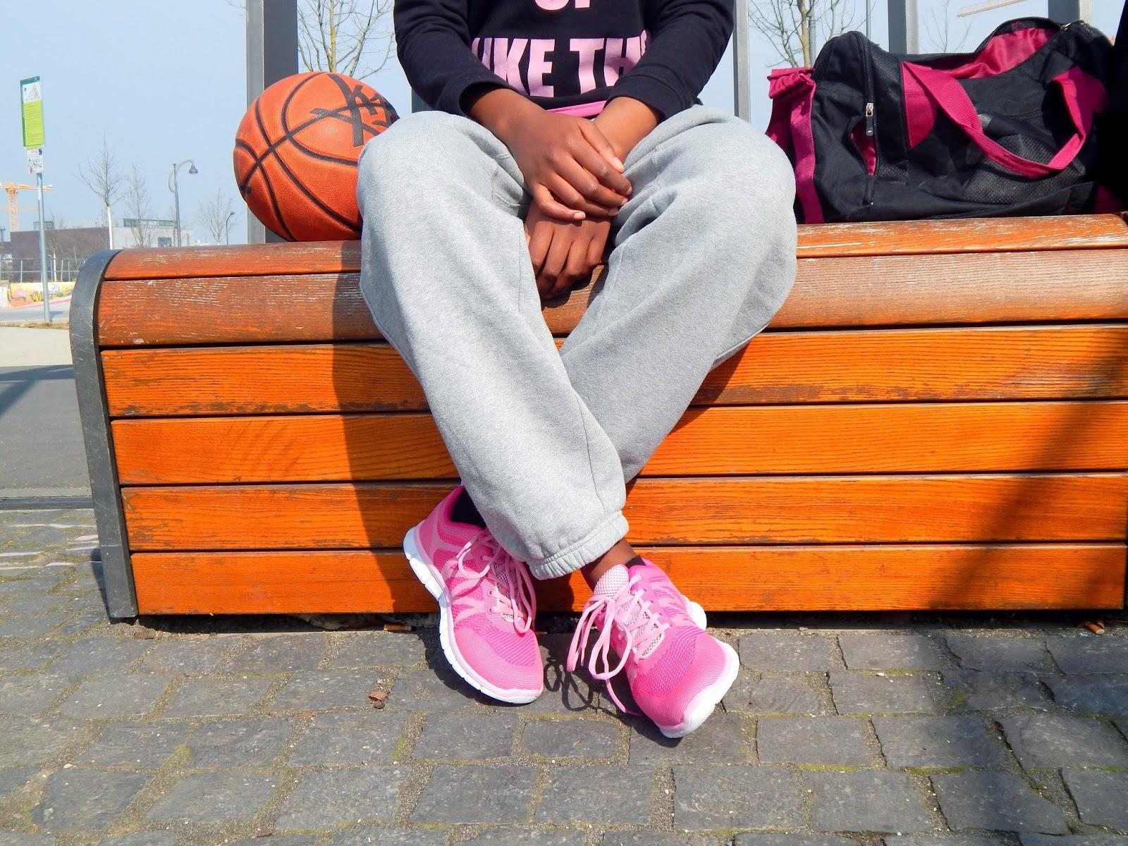 2e2eeeda267656 sneaker: stiefelparadies* // sweatpants: nike // top: h&m // hoodie: self  made