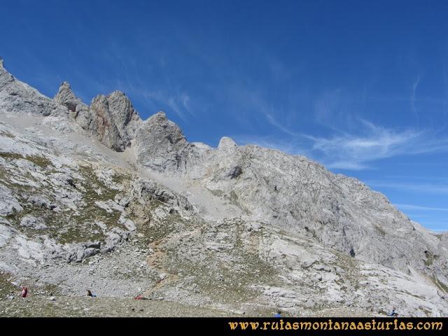 Ruta Poncebos a Cabrones por Camburero y Urriellu: Desde el Refugio de Urriellu, vista hacia Corona del Rasu
