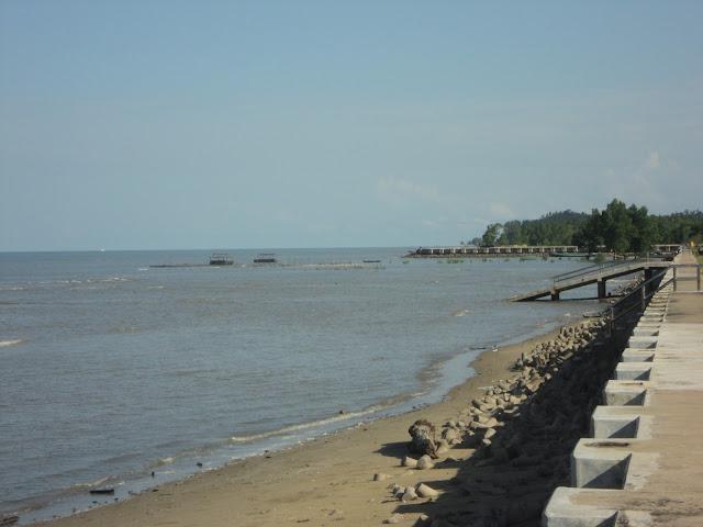 http://www.wisatakalimantan.com/2016/07/objek-wisata-pantai-amal-kalimantan-utara.html