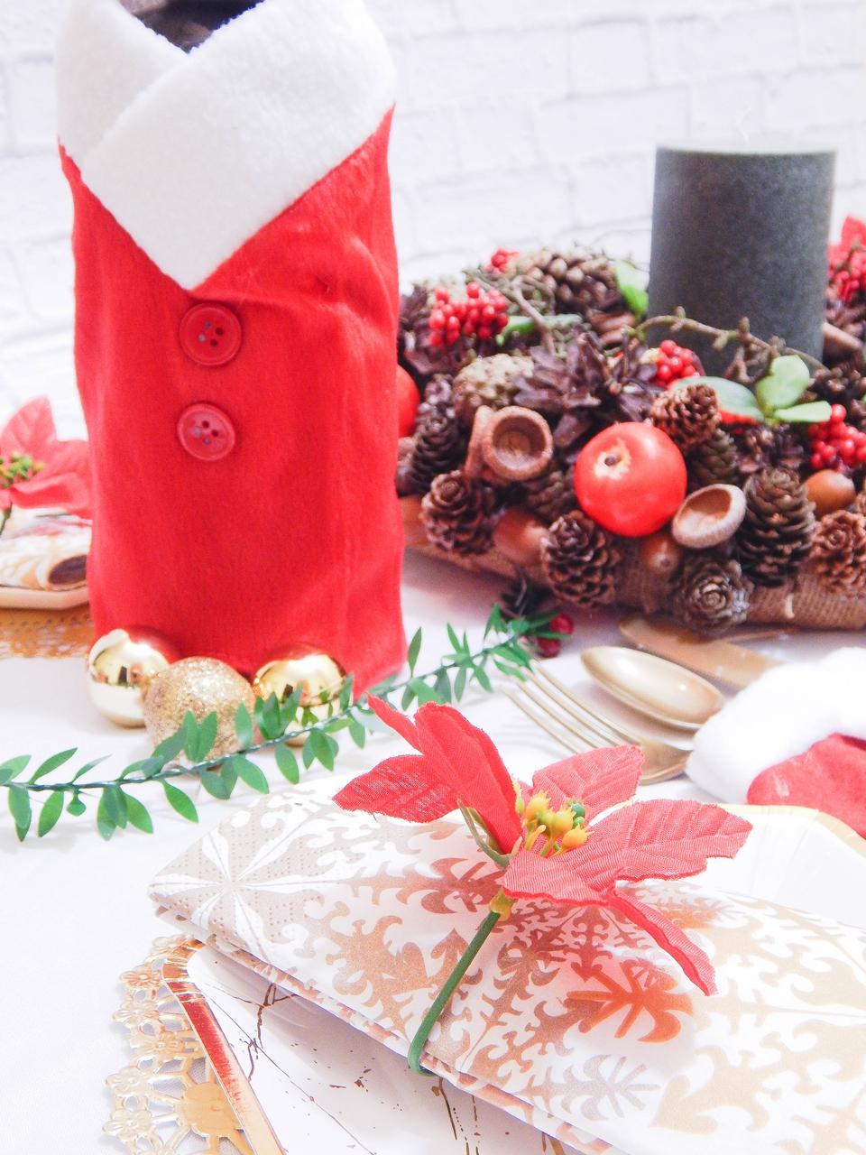 7 dekoracja świątecznego stołu jak udekorować stół na boże narodzenie dekoracja kolacja wigilijna dekoracja stroik na stół wigilijny wianek świeczka mikołajowe ubrania na butelki mikołaje na sztućce