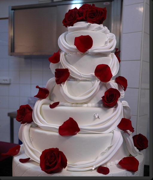 ばらの花びらのウエディングケーキ
