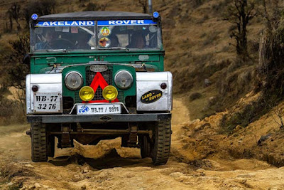 Land Rovers in Sandakphu road